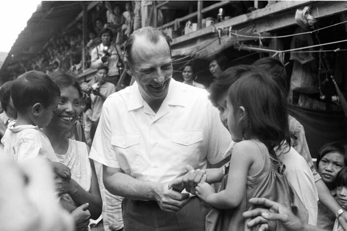 Daværende kronprins Harald og kronprinssesse Sonja besøkte i 1979 Malaysia i forbindelse med innvielsen av det norsketablerte transittsenteret for båtflyktninger fra Vietnam.  (Foto: Bjørn Sigurdsøn/NTB scanpix)