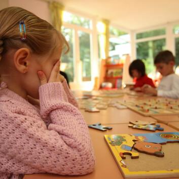 Barn med ADHD-symptomer og språkforsinkelser kan misforstås som uoppmerksomme. Da kan det lønne seg å finne gode måter å snakke sammen på, fremfor å bli sint eller frustrert, mener forsker (Illustrasjonsfoto: www.colourbox.no)