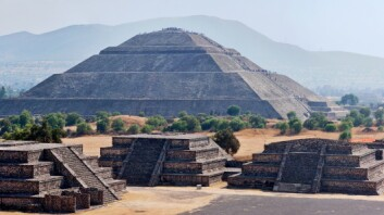 Tusenvis av mennesker ble ofret fra aztekernes solpyramide for å sikre at solen fortsatt ville stå opp om morgenen.  (Foto: Colourbox)
