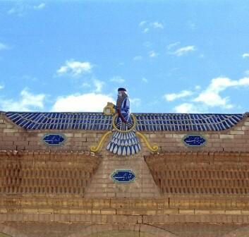 Solguden Ahura Mazda ble dyrket i Persia. Ifølge mazdaismen er han den eneste guden og skaperen av liv og av alt godt.  (Foto: Wikimedia Commons)