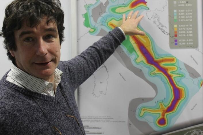 Kartet skulle hjelpe Giulio Selvaggi og dei andre forskarane å formidle jordskjelvrisiko. I staden vart det brukt mot dei. (Foto: Silje Pileberg)