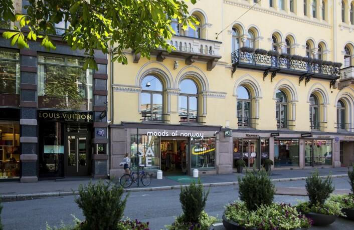 I området rundt Stortinget i Oslo har antallet luksusbutikker økt markant de siste årene. Dette bildet er fra Akersgata, der Louis Vuitton åpnet sin første butikk i Norge i november 2005. Både Moods of Norway og Mulberry og flere andre butikker har fulgt etter.  (Foto: Vegard Wivestad Grøtt, NTB Scanpix)