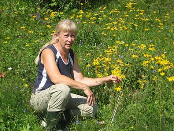 Kristina Bjureke jobber aktivt for å bevare norske plantearter. Foto: Eli Grete Nisja