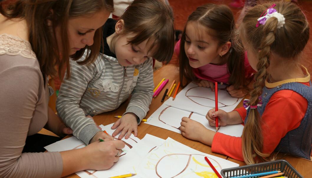 Hudfarge er ikke et tema i barnehagen i dag, og det burde det være, mener forsker Camilla Eline Andersen. (Foto: Colourbox)