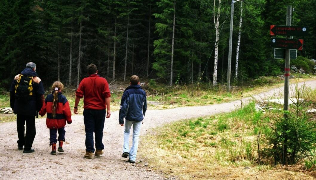 Familie på tur i Nordmarka utenfor Oslo. Omgitt av verdier for milliarder av kroner. (Foto: Berit Keilen, NTB scanpix)