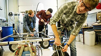 Lager roboter som skal ta over for traktoren