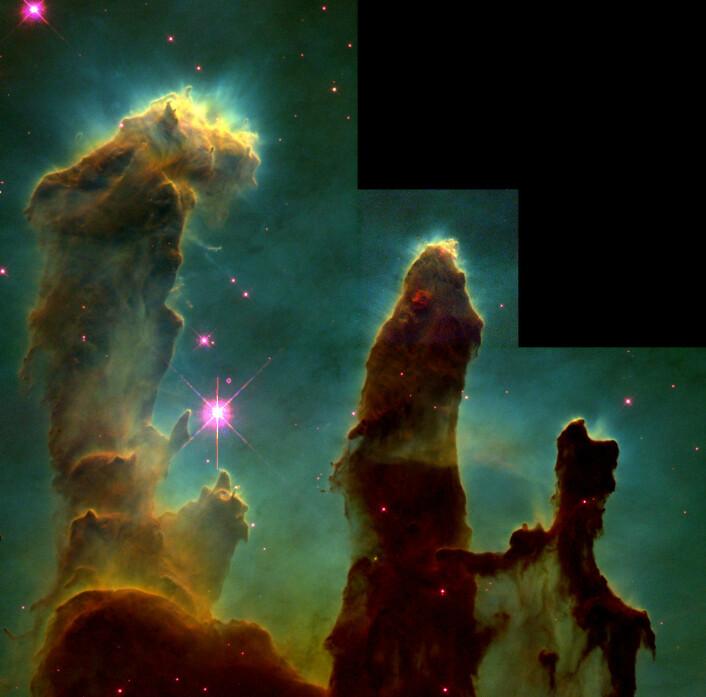 """""""Pillars of creation"""" er gigantiske søyler av støv og gass der nye stjerner dannes i Ørnetåken, 7000 lysår borte fra jorda. (Foto: NASA/ESA/Jeff Hester and Paul Scowen (Arizona State University))"""
