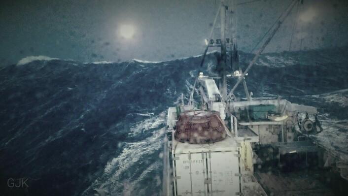 Northeastern i røff sjø på krabbefeltet. HMS er en klar utfordring for dette fisket. (Foto: Arne Birkeland)