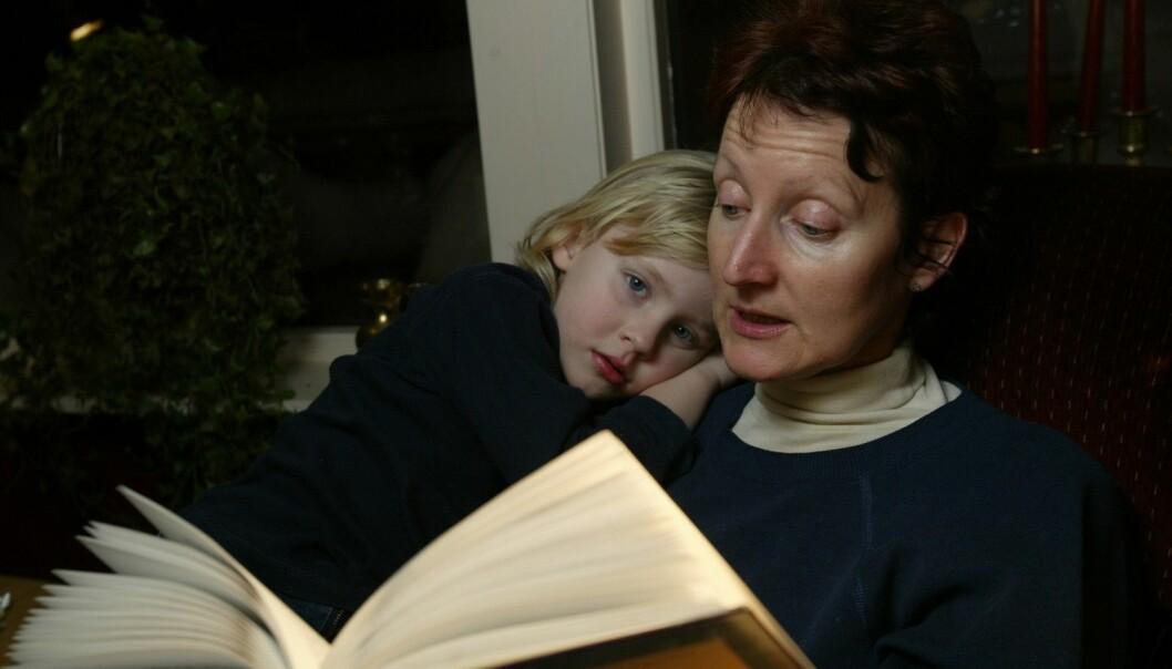 Å lese for barn øker aktiviteten i de delene av barnets hjerne som har med språk- og leseferdigheter å gjøre, viser amerikansk studie. Foto: Terje Bendiksby, Scanpix)