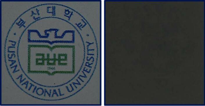 Prototypen til den nye vindusskjermen er her lagt på et papir. Til venstre sees papiret gjennom skjermbildet, som viser logoen til Pusan National University, der teknologien er utviklet. Til høyre sees hvordan skjermen kan gjøres ugjennomsiktig, og hvor mørk bakgrunnen blir. Siden skjermen ligger ned mot et papirark, vil det i dette tilfelle ikke være noe lys bakfra som kan spres av fargestoffene, og skjermbildet synes derfor ikke. (Foto: T.-H.Yoon/Pusan National University)