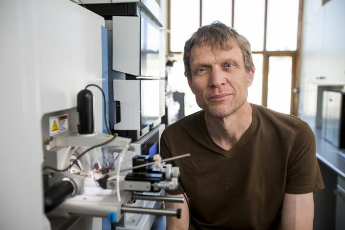 Professor Vincent Eijsink og kollegene hans er på sporet etter unike enzymer som kan bidra til å utvikle nye, verdifulle produkter fra skog- og fiskeriavfall. (Foto: Håkon Sparre, NMBU)