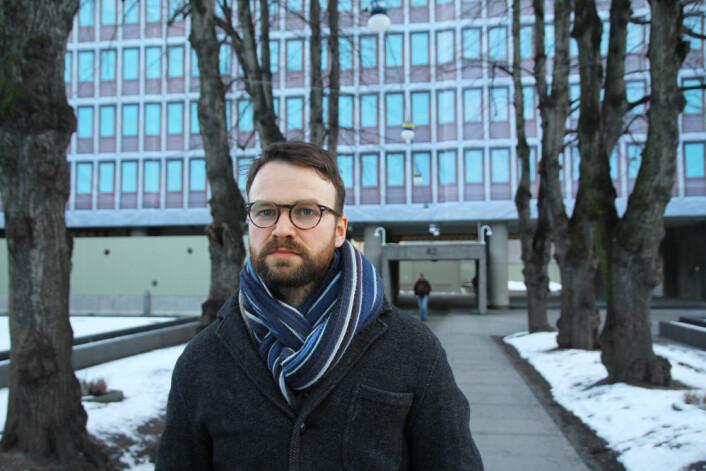 Koordineringsarbeidet har bidratt til å minske presset på de berørte, mener sekretariatsleder Nils Olav Refsdal. Her foran Regjeringsbygget.  (Foto: Elin Fugelsnes)