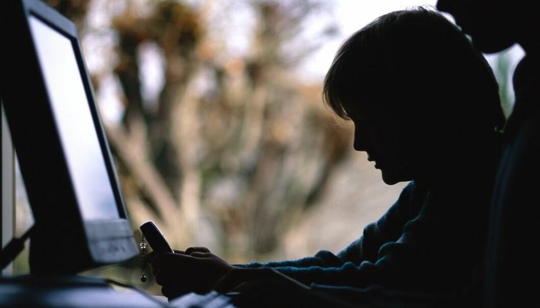 Barn har en enorm nettilgang. Det betyr at de også havner i risikogruppa for overgrep over nett. En nylig publisert forskningsrapport viser at Statens barnehus mangler kompetanse for å hjelpe disse barna.  (Illustrasjonsfoto: Colourbox.com)