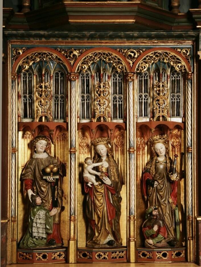 Alterskapet i Hadsel kirke. Gjennom dendrokronologiske undersøkelser er kunsthistorikernes datering av alterskapet bekreftet til første fjerdedel av 1500-tallet. (Foto: Tone Marie Olstad, NIKU)