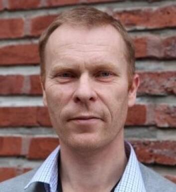Harald Carlsen ved NMBU forsker selv på tarmens bakterieflora, og bekrefter at tilsetningsstoffer kan påvirke den. (Foto: Liv Bjergene, NMBU)