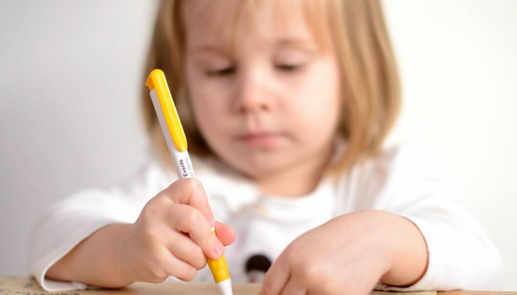 Forsker tror det er en overdreven frykt for at det å snakke om problemene kan være en belastning for barna. Selv om ikke alle barn ønsker å uttale seg om alt, er det viktig at de gis anledning til det, mener han. (Foto: Microstock)