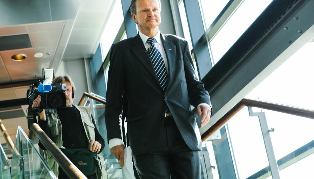 Telenor-sjef Jon Fredrik Baksaas dagen etter at han i 2008 fikk overlevert en knusende rapport fra Det Norske Veritas om arbeidsforholdene hos telegigantens underleverandører i Bangladesh. (Foto: Svein Erik Furulund, Aftenposten)