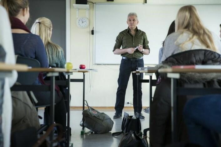 Når læreren er en autoritet som elevene viser respekt overfor, blir resultatet best for elevene.    (Illustrasjonsfoto: Berit Roald, NTB scanpix)