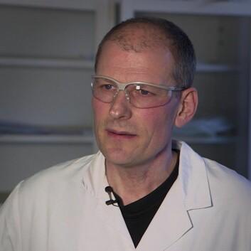 Studiet fokuserer på industriell bioteknologi, forteller professor Per Bruheim. Der kommer ølbrygging helt klart inn. (Foto: Roger Myren, NRK)