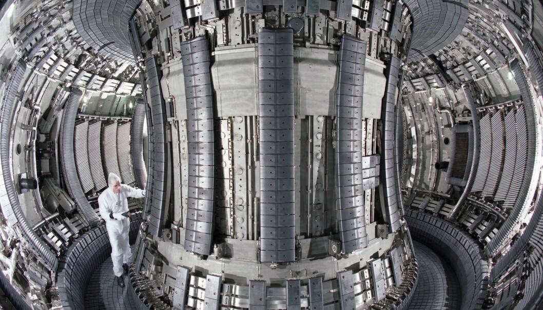 Bildet er tatt inni verdens største fusjonsreaktor, Joint European Torus (JET), i Culham like utenfor Oxford i England. (Foto: EFDA/JET)