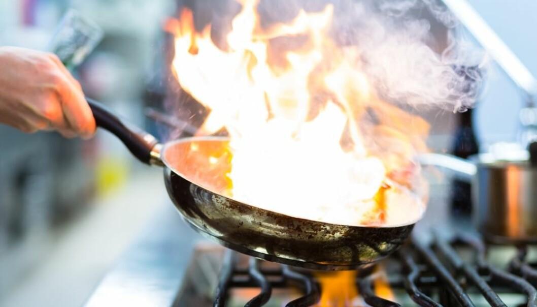 Bruk av stearinlys og matlaging med mye oljer kan være viktige årsaker til at personer med høy utdanning og de som er født utenfor Norden, oftere opplever branner enn andre, tror svenske forskere.  (Foto: Colourbox)