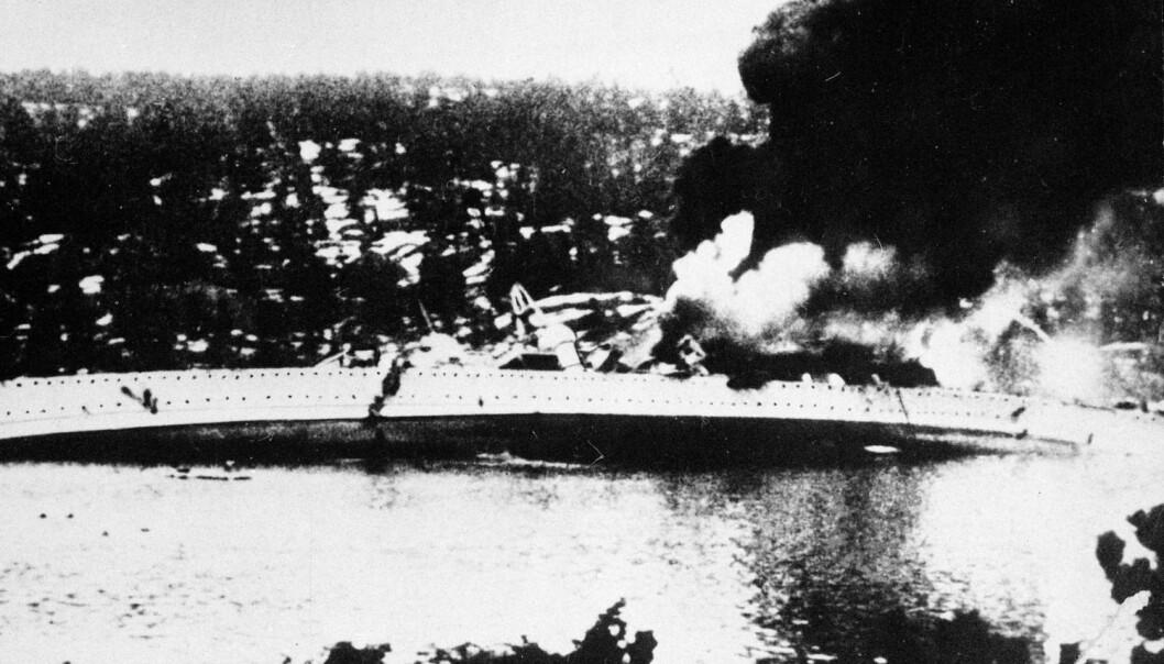 Om morgenen 9. april 1940 kom den tyske krysseren «Blücher» inn Oslofjorden.  I Drøbaksundet ble krigsskipet beskutt og senket av kanonene og torpedoene på Oscarsborg festning.  (Foto: NTB scanpix)