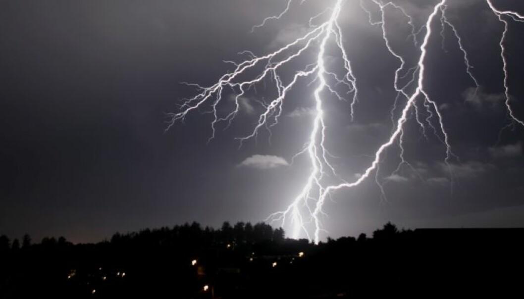 Lynnedslag kan være et imponerende syn. Selve lynsøylen kan være mer enn fem kilometer lang. (Foto: Istockphoto)