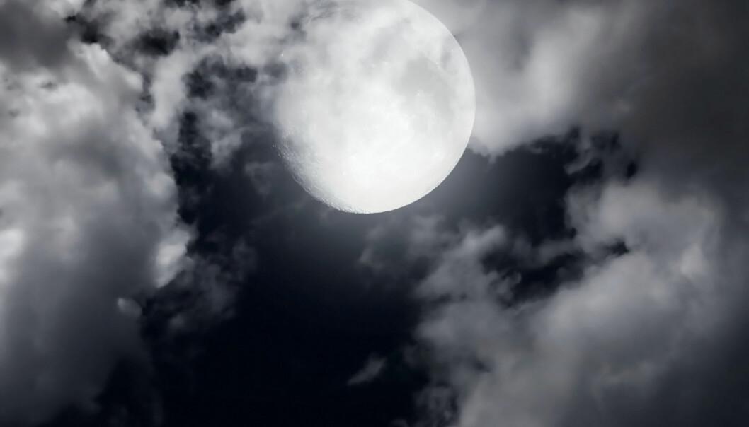 Barn er mindre aktive og har høyere blodtrykk i dagene omkring fullmåne, viser ny forskning. Forskerne har problemer med å forklare fenomenet.  (Foto: Colourbox)