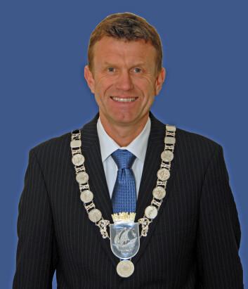 Kragerø-ordfører Kåre Preben Hegland (H) ønsker seg en refusjonsordning slik at hjemkommunen må betale om hyttegjesten trenger helsetjenester.