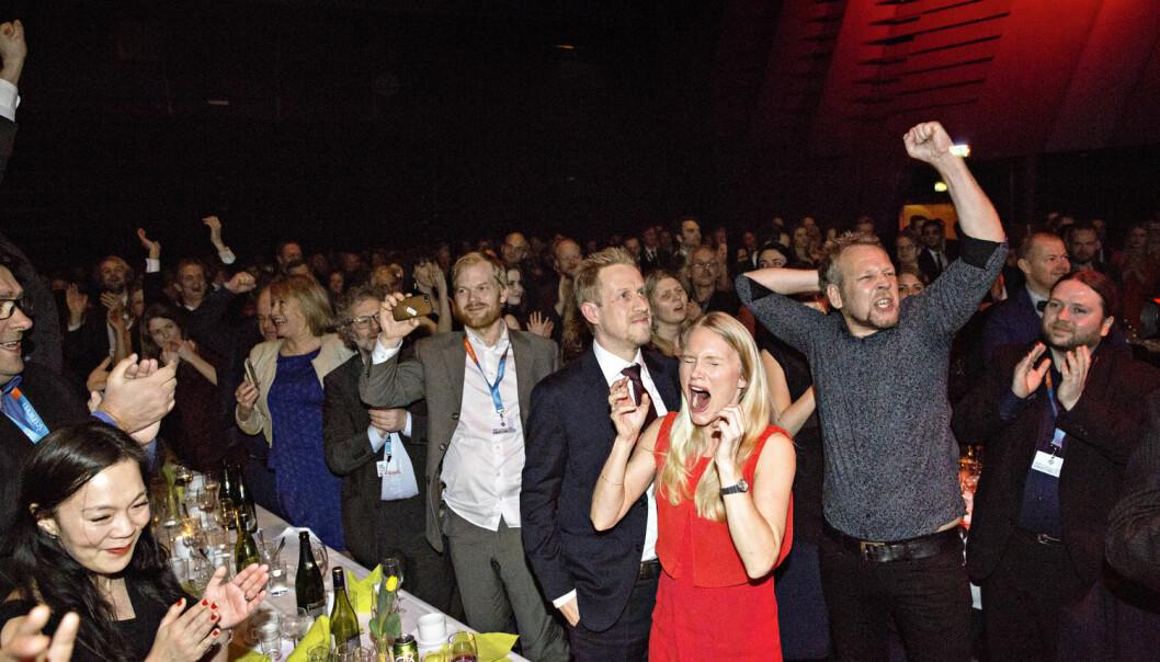 Her jubler Dagbladet-redaksjonen idet Kristoffer Egeberg (nummer fire fra høyre) vinner journalistenes prestisjetunge hovedpris under Skup-konferansen i Tønsberg 21. mars i år.  (Foto: Marte Christensen, NTB Scanpix)