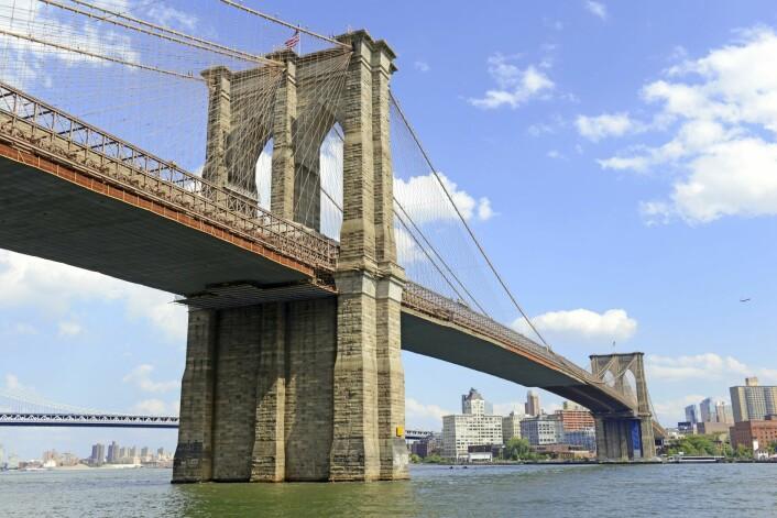 Da Brooklyn Bridge sto ferdig i 1883, bandt den sammen to byer. Det var først i 1898 at Brooklyn ble innlemmet i New York City. (Foto: Microstock)