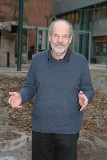 Høgskolelektor Magne Lindholm har gått gjennom alle journalistpriser som er delt ut i perioden 1954 til i dag. – Disse er journalistenes egne uttrykk for hva de regner som det beste i eget fag, sier han. (Foto: HiOA)