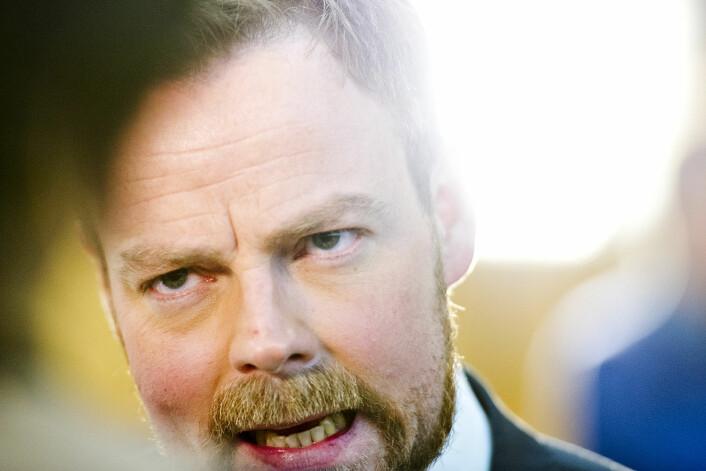 Torbjørn Røe Isaksen opprettholder presset mot høyskolene på Vestlandet, i Hedmark og Oppland, og Østfold.  (Foto: Jon Olav Nesvold/NTB scanpix)