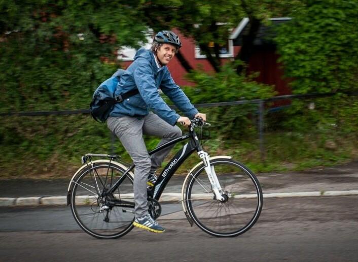 Ei ny eksperimentell studie viser at dei med tilgang på elsykkel syklar oftare og lenger enn dei som berre har ein ordinær sykkel. Menn syklar lengre turar, medan kvinner syklar oftare.  (Foto: Karoline Møller, Transportsykkel)