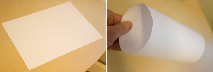 Flatlenderen merker ikke at det flate arket er krummet til en sylinder i den tredje dimensjon. (Foto: Arnfinn Christensen, forskning.no)