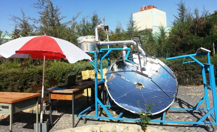 Solovn der varmen overføres fra speilet til lageret ved hjelp av damp under høyt trykk. (Foto: Asfafaw Tesfay, Ethiopia Institute of Technology Mekelle)