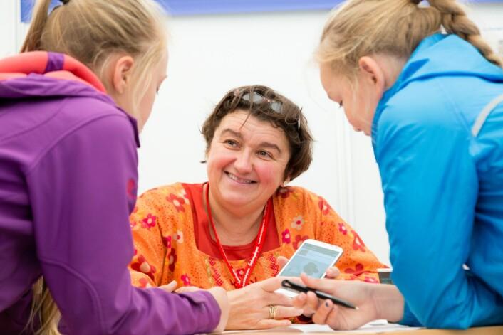 Jacqueline Floch og de andre norske forskerne må jobbe sammen med foreldre og ungdom som har sykdommen cystisk fibrose i land som Nederland, Belgia, Italia og Spania. Bildet er tatt ved en annen anledning. (Foto: Thor Nielsen, Sintef)