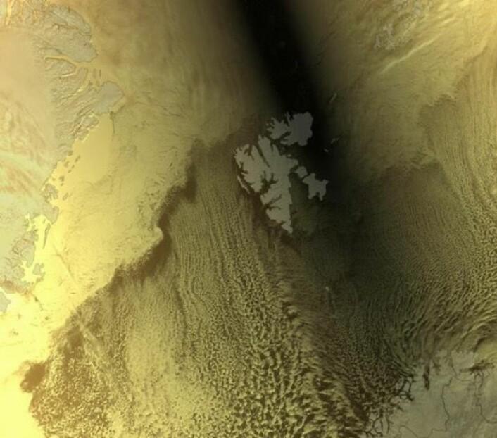 Solformørkelsen i Arktis 20. mars sett fra værsatellitten Suomi-NPP. (Bilde: NASA & EUMETSAT)