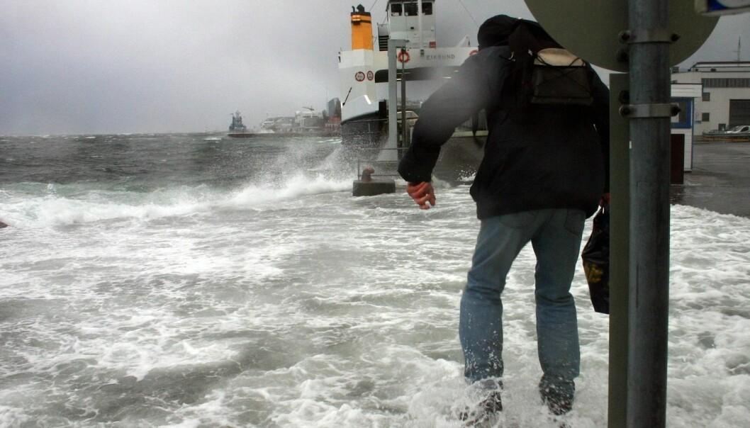 Stormflo oppstår når påvirkning fra været gjør vannstanden ekstra høy. (Foto: Kjell Herskedal, NTB scanpix)