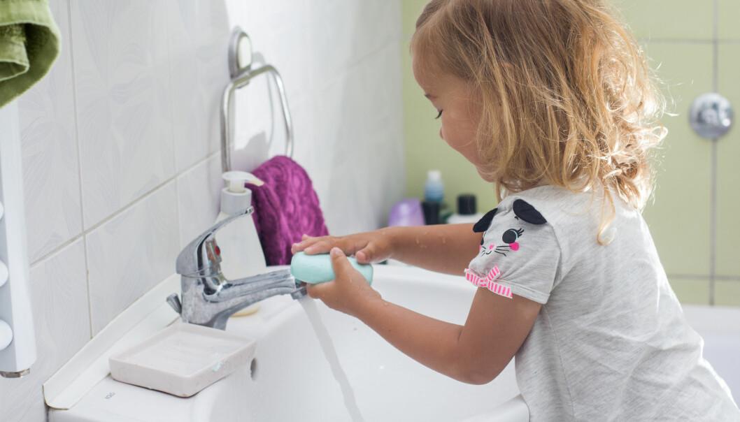 Bedre håndhygiene i barnehagene fører til mindre diaré og færre luftveisinfeksjoner, noe som igjen fører til at barna blir mindre syke. (Foto: Microstock)