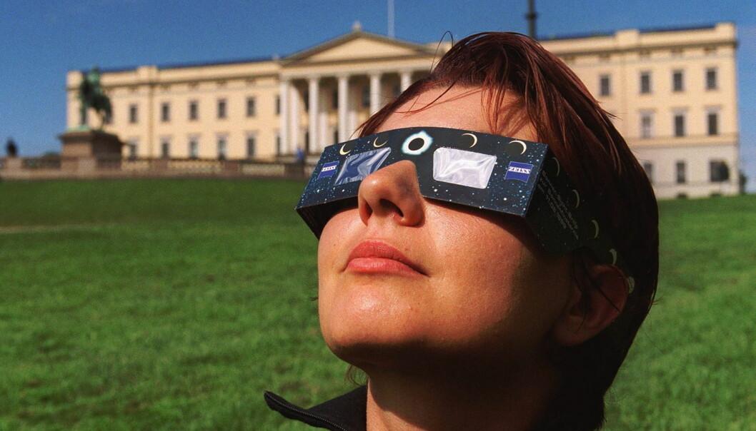 Har du ikkje skaffa deg slike briller enno, kan det vere for seint. Dei fleste forhandlarar er no utseld.  (Arkivfoto: Paul Kleiven, NTB scanpix)