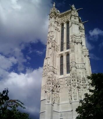 """Tour Saint-Jacques, der Blaise Pascal skal ha gjennomført barometereksperimentet. Rykter verserer om at det egentlig skjedde i kirketårnet i Saint-Jacques-du-Haut-Pas, men vi holder en knapp på slakteren Saint-Jacques-de-la-Boucherie. (Foto: Cormac, <a href=""""http://creativecommons.org/licenses/by-sa/2.0/deed.en"""" target=""""_blank"""">Creative Commons</a>)"""