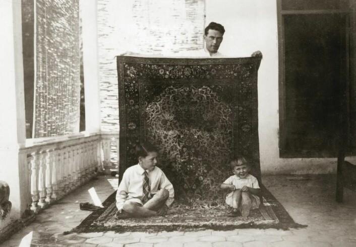 Familien Lærum levde i luksus i den iranske hovedstaden, og fikk en forkjærlighet for håndknyttede, persiske tepper. (Foto: Privat)