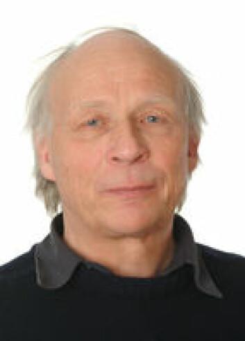 Ragnar Waldahl er statsviter og nå professor emeritus ved Institutt for medier og kommunikasjon på Universitetet i Oslo. Han synes det er bemerkelsesverdig hvor stabil den politiske diskusjonslysten mellom nordmenn har holdt seg gjennom 40 år.  (Foto: UiO)