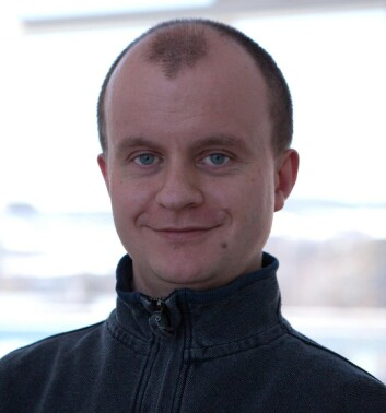 – Foreløpige undersøkelser viser at bisfenol F og bisfenol S kan virke hormonforstyrrende, forteller Pawel Rostkowski. (Foto: NILU)