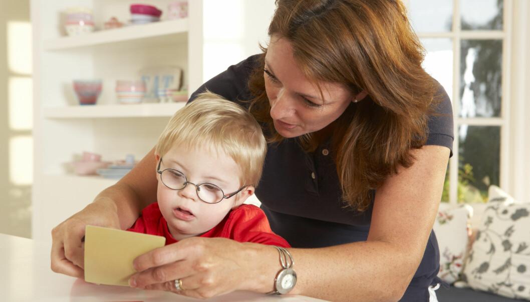 I Norge er en svært høy andel av kvinnene ute i arbeid. Men hva skjer når de får et sykt barn? Det vet vi nå litt mer om.  (Foto: Microstock)
