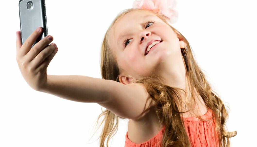 Det er forskjell på selvsikkerhet og narsissisme: Er du selvsikker, mener du at du er like bra som andre, mens narsissisten synes hun er bedre enn andre.  (Illustrasjon: Microstock)