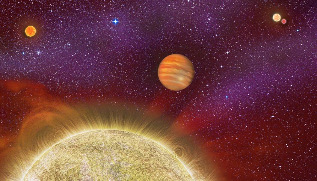 Gassplaneten i midten, med fire stjerner rundt. Dette er andre gangen forskerne finner en planet i et firstjernesystem. (Illurtasjon: Karen Teramura, UH IfA)