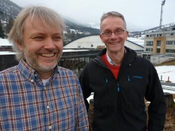 Geologen Stein Bondevik (t.v.) og økologen Knut Rydgren har i samarbeid kasta nytt lys over dei menneskelege følgjene av Storegga-tsunamien.  (Foto: Katrine Sele)