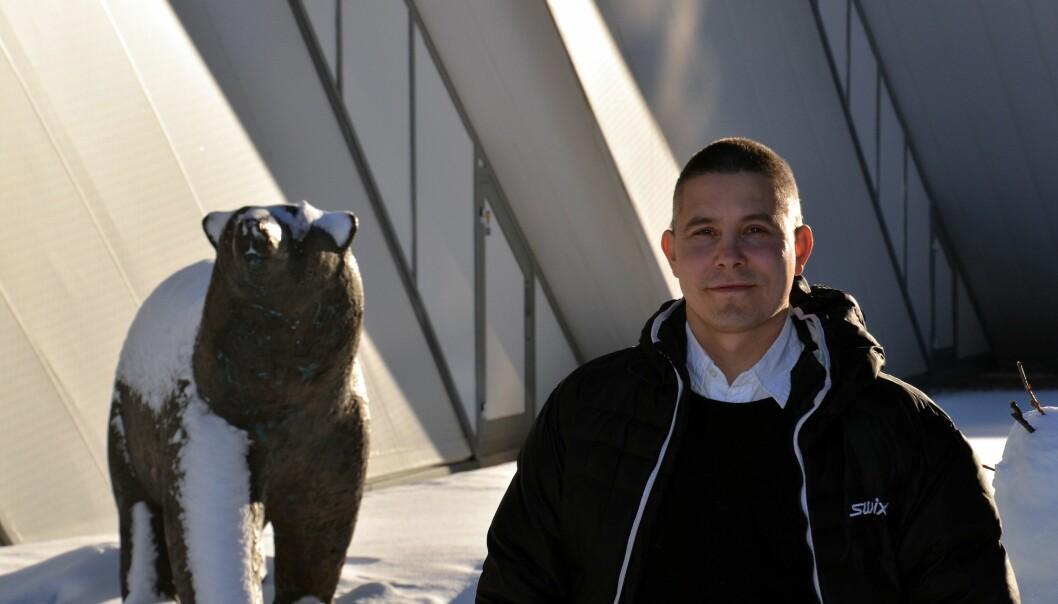 Bjørner, snø og klimaendringer. Jarle W. Bjerke forsker på klimaendringer ved NINAs avdeling i Tromsø. (Foto: Helge. M. Markusson, Framsenteret)